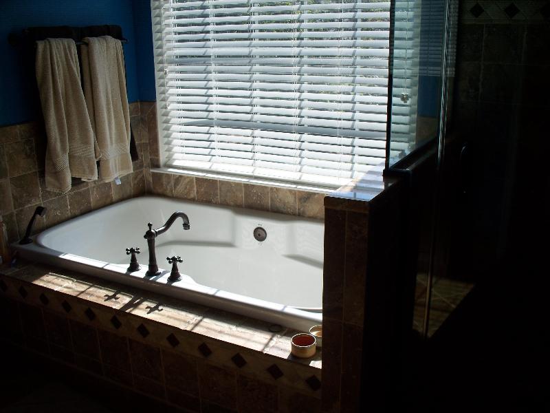 lyons-master-bath-002